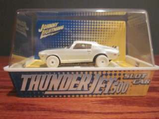 Johnny Lightning WHITE THUNDER JET CHEVY CAMARO HO SCALE Slot Car Race