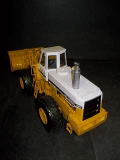 GEAR INTERNATIONAL HARVESTER 560 PAY LOADER 125 Scale S245 BB